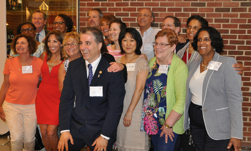 Alumni from multiple classed gather at 2018 All-Alumni Reunion